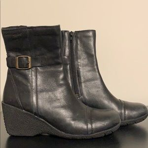 Hush puppy boots size 6.5 leather upper